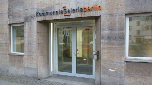 Die Kommunale Galerie mit Artothek liegt neben dem Rathaus Wilmersdorf in einem weiteren Gebäude des Bezirksamts.