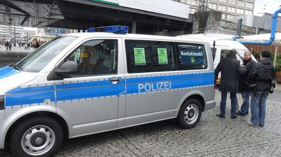 Sieben Tage in der Woche soll das neue Kontaktmobil der Polizei am Alexanderplatz Patrouille fahren.