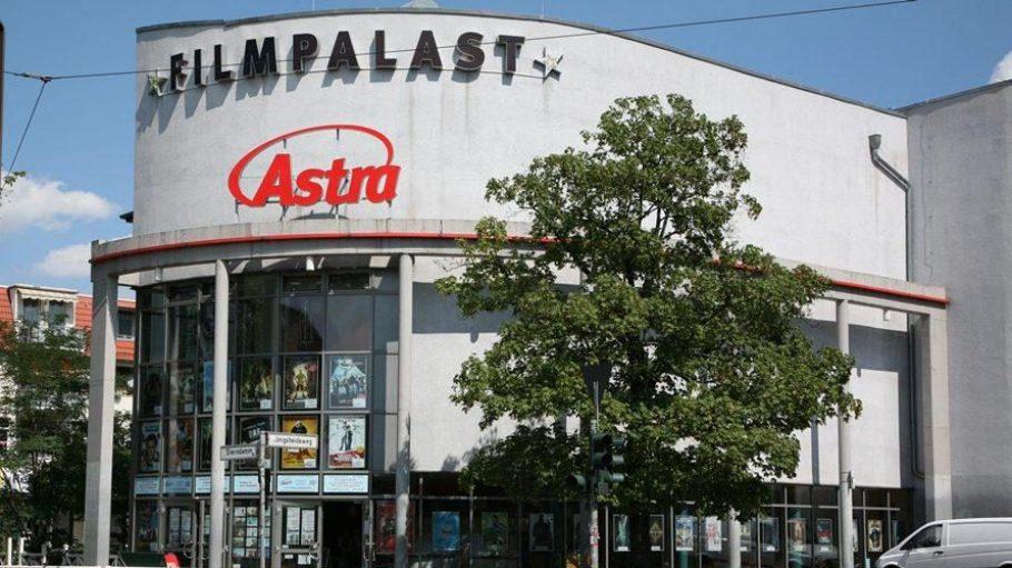 Im Filmpalast Astra in Treptow-Johannisthal gibt es nicht nur aktuelle Kinofilme zu sehen. Hier kann man tatsächlich auch dem Wort Gottes lauschen.