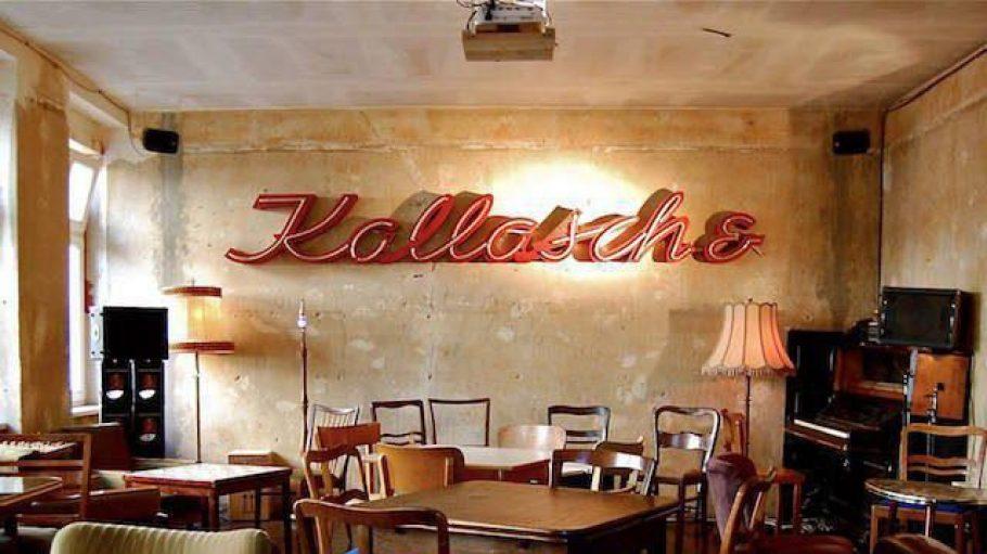 Altes Schild mit neuer Bestimmung:Der Schriftzug gehörte einst zur Kallasch& Jonas OHG, jetzt prangt er an der Wand der Bar.