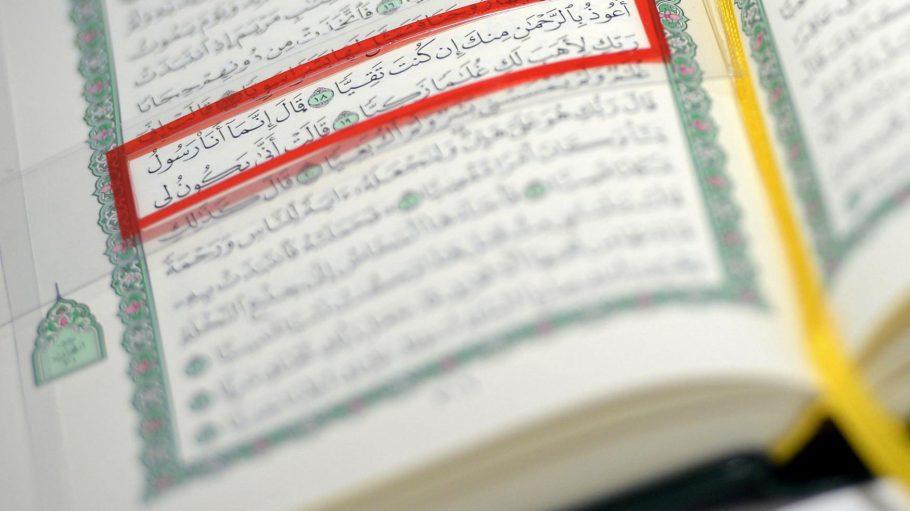 """Quelle des Islam. Nicht alle jugendlichen Muslime kennen den Koran. Sie darüber besser zu informieren, gehört auch zur Aufgabe der Beratungsstelle von """"Violence Network""""."""