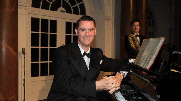 Am Klavier saß Andrej Hermlin.