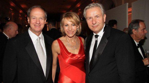 Der neue US-Botschafter John B Emerson kam mit seiner Gattin zum Dinner und traf dort auch auf Klaus Wowereit.