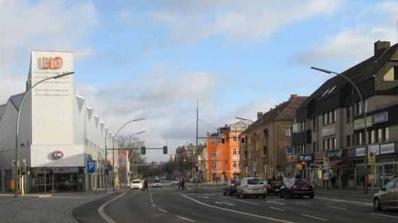 Die Lankwitzer Straße heute mit dem neuen Einkaufszentrum LIO, das ab Herbst 2014 in moderner Variante wiedereröffnen wird.