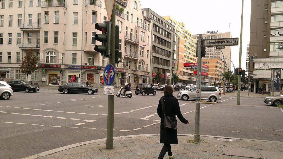 Die Kreuzung Joachmistaler Straße / Lietzenburger Straße in Charlottenburg-Wilmersdorf.