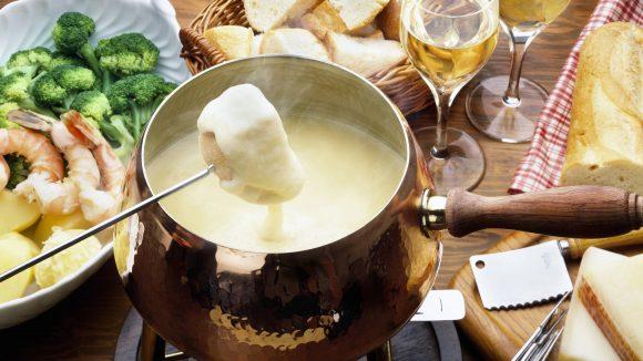 Nicht nur in der Schweiz bekommst du ein richtig gutes Käsefondue vorgesetzt: auch in Berlin!