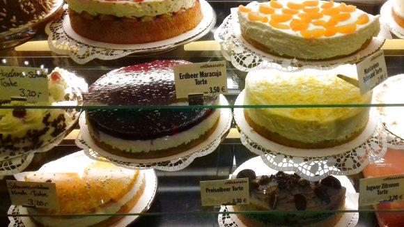 Im Café Chokkolatta kriegst du eine Riesenauswahl an leckeren Kalorienbomben.