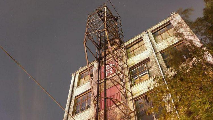 In der Kulturfabrik Moabit findet man unter anderem das Kino Filmrauschpalast und den Klub Slaughterhouse.