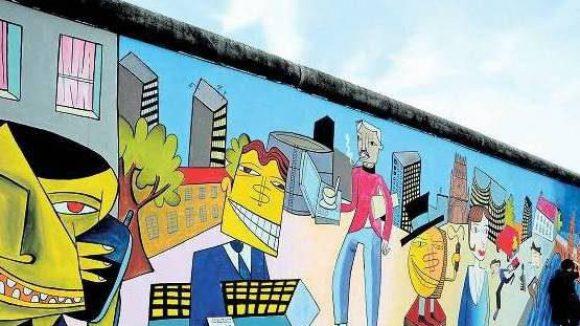 Der Pop-Art-Künstler Jim Avignon hat sein Bild an der East Side Gallery einfach neu gestaltet.