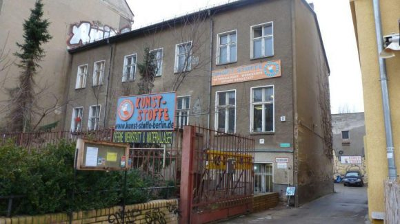 Wer sich für einen nachhaltigen Umgang mit Müll interessiert, der muss Kunst-Stoffe in Pankow kennenlernen.