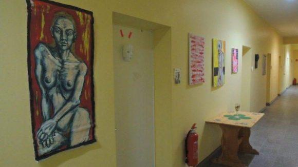 Ein Flur wird zur Galerie: Die Kunstkaserne in Adlershof.