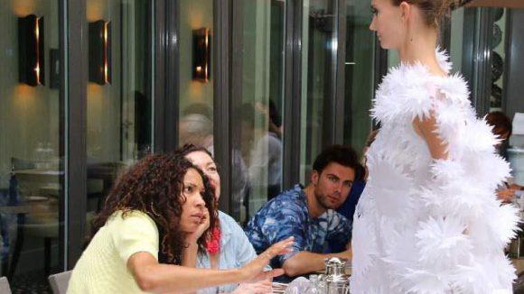 ... Moderatorin und Model Annabelle Mandeng (vorne links) ...