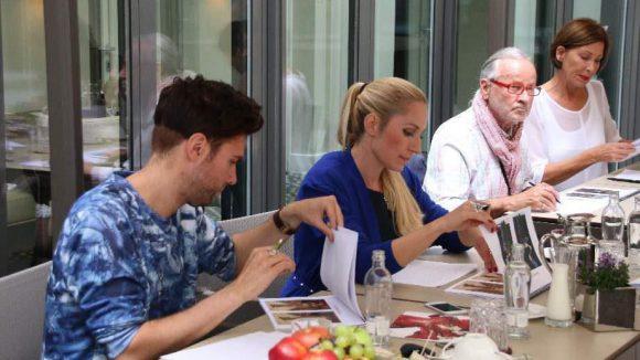 Einen Tag früher kürte eine hochkarätig besetzte Experten-Jury im Hotel am Steinplatz die zehn Finalisten des L.O.B. Sophisticated Fashion Award 2014. Zu den Jurymitgliedern gehörten ...