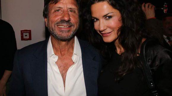 Und jetzt schnell noch ein Schwenk ins Hotel de Rome, wo das neue Restaurant La Banca eröffnet wurde. Hotelier und Gastgeber Sir Rocco Forte mit Schauspielerin Mariella Ahrens.