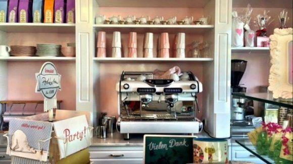 Der Kaffee, der ebenfalls von Barletta kommt, ist allerdings braun.