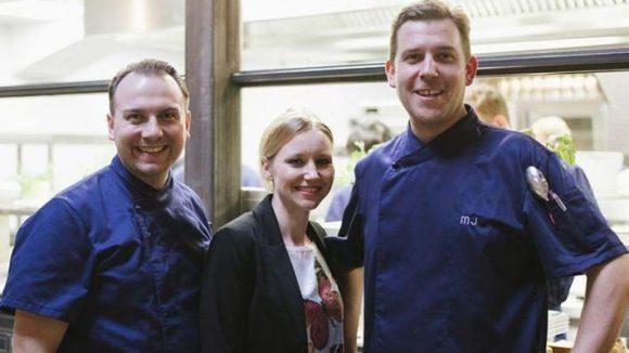 Der Macher Tim Raue (l.) mit seinem Team: Patricia Liebscher, die für den Service verantwortlich ist, und Michael Jaeger, der das Küchenkonzept umsetzt.