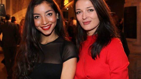 Hier die Fotografin Bojana Tatarska (ganz in Rot) noch einmal mit Model Emilie Payet.