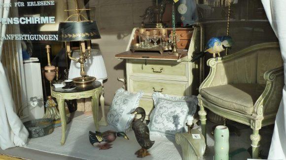 Geschäft für wahre Leuchten: Wer nicht nur eine Lampe, sondern auch das ein oder andere Einrichtungsaccessoire sucht, der sollte Lampenschirme Wicher einen Besuch abstatten.
