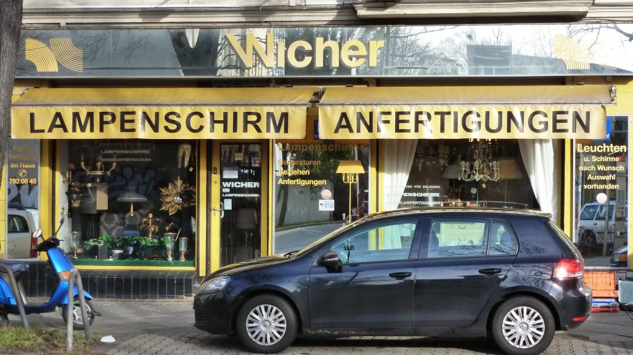 Laden mit Tradition: Seit vielen Jahren verkauft das Inhaber-Ehepaar von Lampenschirme Wicher hier Lieblingsstücke für Berliner Wohnungen.