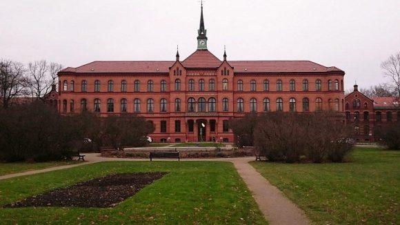 Das heutige Evangelische Krankenhaus Königin Elisabeth Herzberge stammt aus dem 19. Jahrhundert.