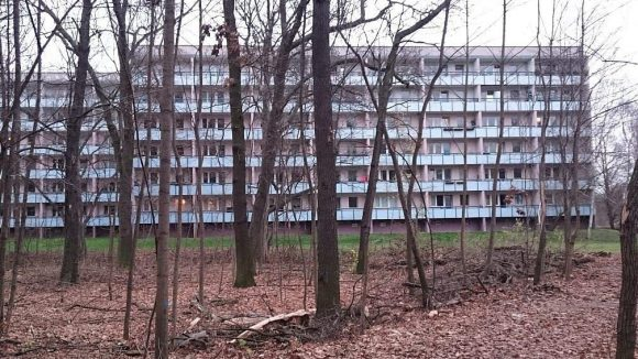 In der Mitte des Landschaftsparks stehen noch deutlich unansehnlichere Bauten.