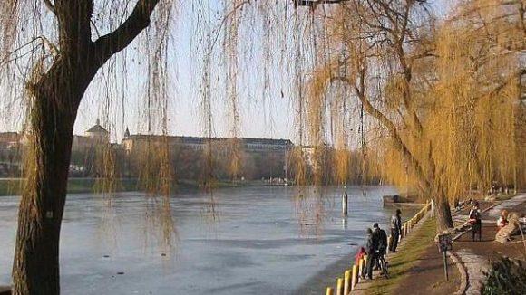 Hier am Nordufer des Kanals soll in den nächsten Jahren eine echte Uferpromenade entstehen.