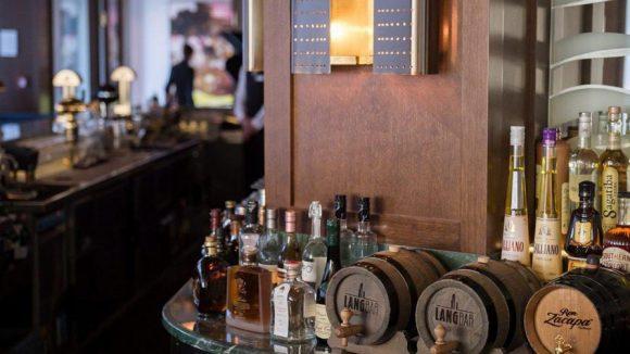 Große Auswahl, hohe Preise: Die Lang Bar im Waldorf Astoria.