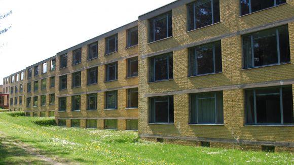 Simpel und geradlinig – Die Bundesschule ist unschwer am typischen Bauhaus-Stil zu erkennen.