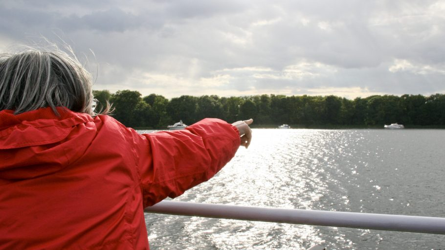 """Mit dem Boot über den Tegeler See fahren und Seeadler entdecken - das ist dank des """"Langen Tages der StadtNatur"""" möglich."""