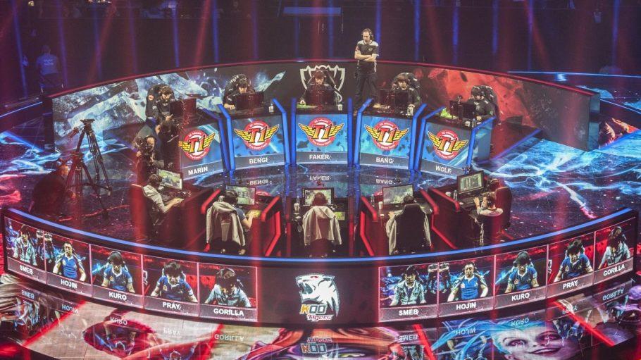 """Zwei Fünfer-Teams spielten am Wochenende um Herrschaft in der Fantasywelt von """"League of Legends""""."""