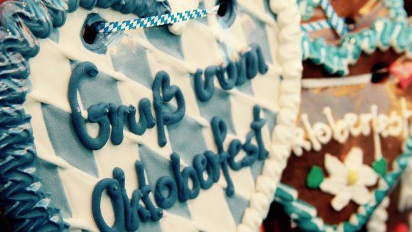 Von München bis Berlin – Oktoberfest geht überall! Wir wissen, wo du in Berlin am Lebkuchenherz knabbern kannst.