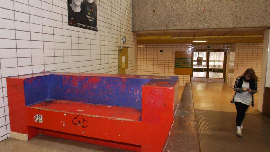 In der Schule aus den 70er Jahren sind Asbestplatten verbaut worden. Eine Sanierung des leerstehenden Gebäudes ist derzeit nicht geplant.