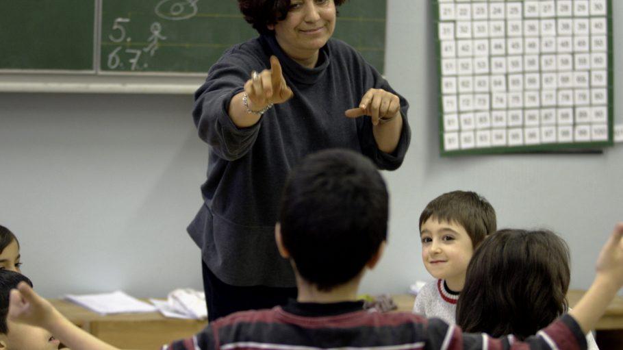 Schulen mit hohem Anteil an Kindern mit Migrationshintergrund bekommen dieses Schuljahr weniger Förderstunden, weniger Freiraum.