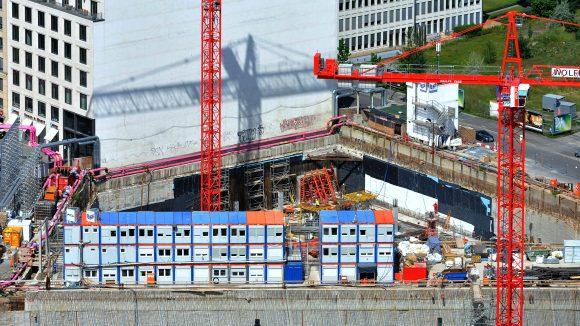 Die Baustelle des neuen Stadtquartiers am Leipziger Platz ist weithin zu sehen.