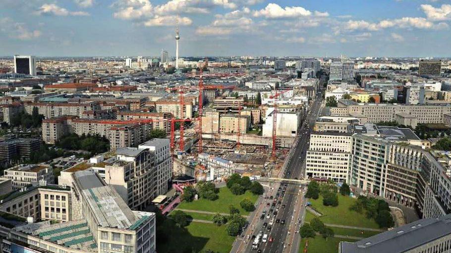 Viel Trubel am Leipziger Platz: In den kommenden Jahren sollen hier neue Gebäude und Einkaufszentren entstehen.
