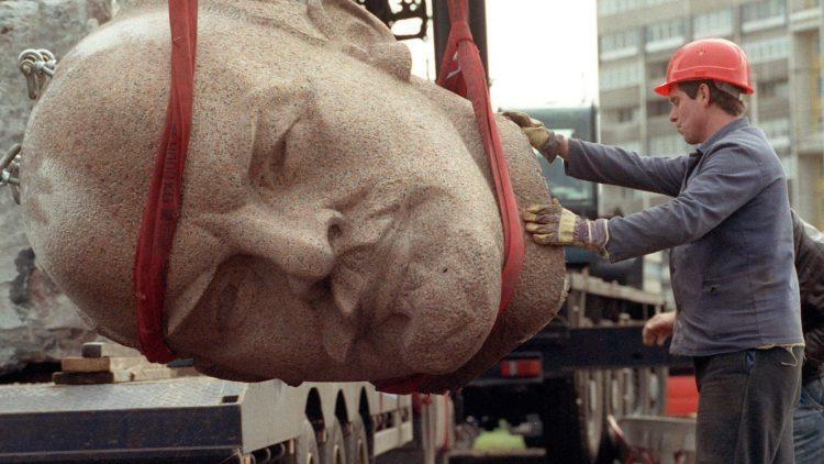 Vor 24 Jahren wurde das Lenin-Denkmal demontiert, nur kehrt der Kopf zurück.