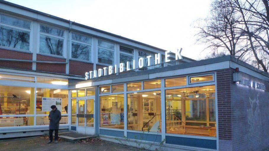 """Die Stadtbibliothek am Schäfersee ist jährlich einer der Veranstaltungsorte des Literaturfestivals """"Lette liest""""."""