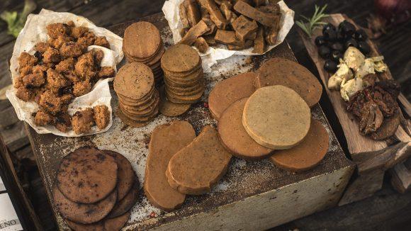 Veganes Hack und Bratscheiben statt Fleisch gibt es im L'Herbivore – einem Shop für Saitanprodukte, der wie eine Fleischrei funktioniert.