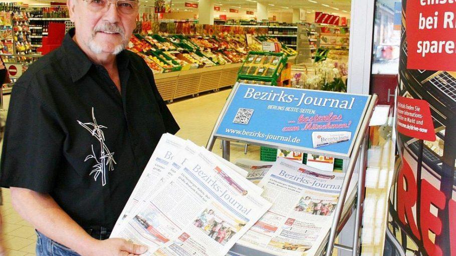 Außendienstmitarbeiter Detlef Matzki beliefert die rund 140 Auslagestellen des Lichtenberger Bezirks-Journals.
