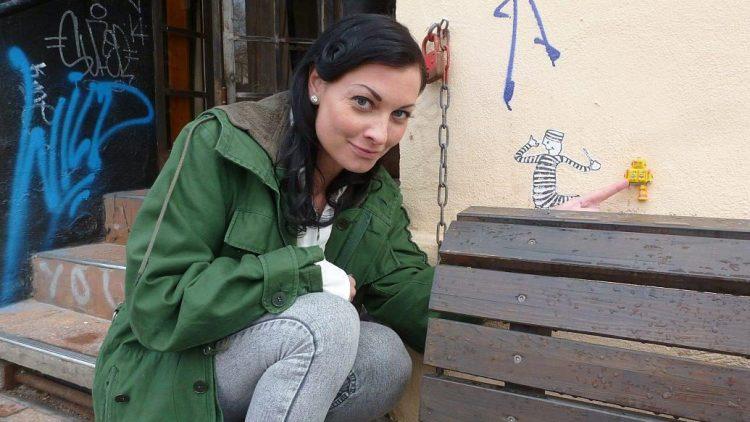 Lina van de Mars zeigt uns, dass es sich lohnt, sich in den Straßen von Kreuzberg genauer umzuschauen.
