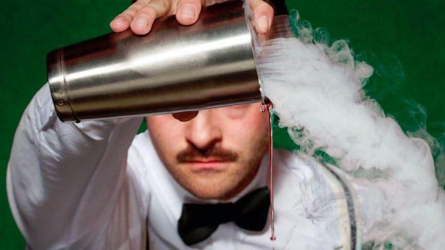 Molekularküche jetzt auch im Cocktailglas. Berlins Foodiequeen Cathrin Brandes widmet sich in ihrem neuen Buch Liquid Berlin der süffigen Seite der Hauptstadt.