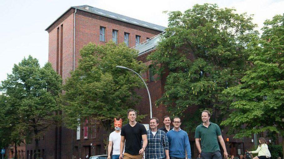 Fünf Männer und ein Fuchs! Insgesamt arbeiten für Locafox schon über 50 Leute in Kreuzberg.