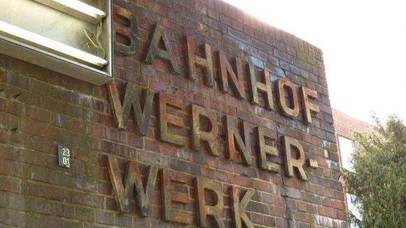 Eine Geisterstation mitten in Berlin: Der S-Bahnhof Wernerwerk liegt an der Siemensbahn-Trasse.