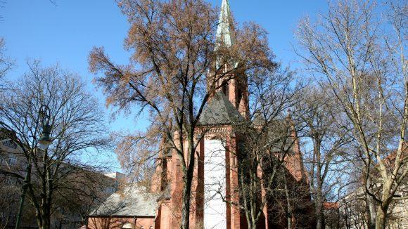 Namensgebend: Die Kirche am Platz
