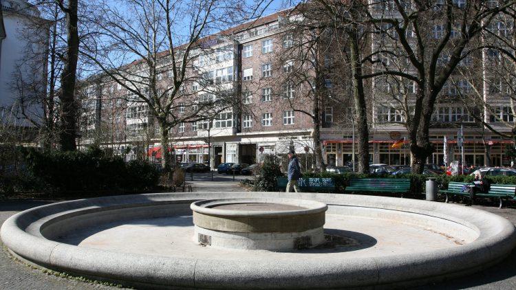 Im Sommer ist es hier noch grüner: Ludwigkirchplatz in Wilmersdorf.