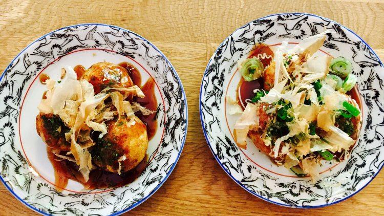 Takoyaki kommen ursprünglich aus Osaka, nun bringt das Momiji die beliebten Oktopus-Bällchen in Berlin auf den Tisch.