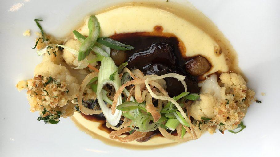 Die geschmorte Ochsenbacke ist nur ein kulinarisches Highlight der geschmacksreichen Speisekarte im Käfer Dachgartenrestaurant.