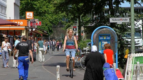 Auf der Maaßenstraße begegnen sich täglich hunderte Fußgänger, Rad- und Autofahrer.