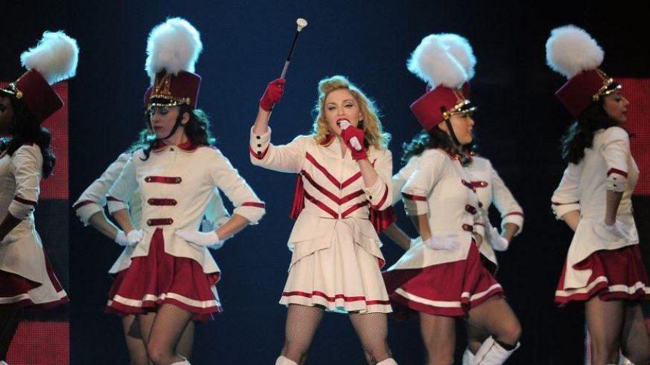 Sexy Funkemariechen: In Barcelona durften die Fans schon Madges neueste Show bewundern.