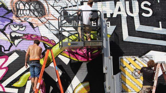 Hier entsteht ein Mural von The Haus in Los Angeles.